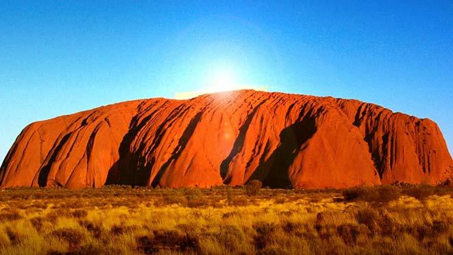 Uluru (o Ayers Rock) il più imponente massiccio dell'outback australiano