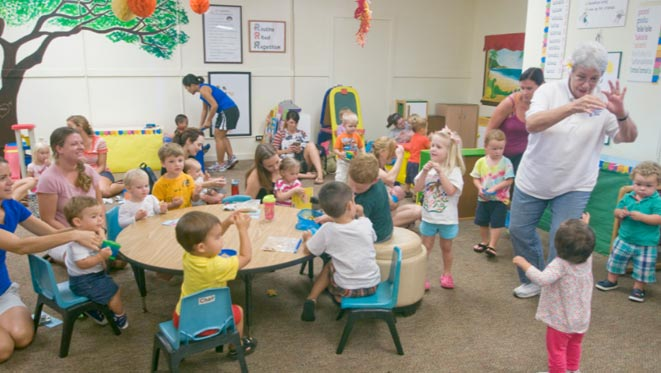 bambini-giocano-asilo